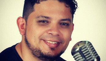 Locutor colombiano Carlos R